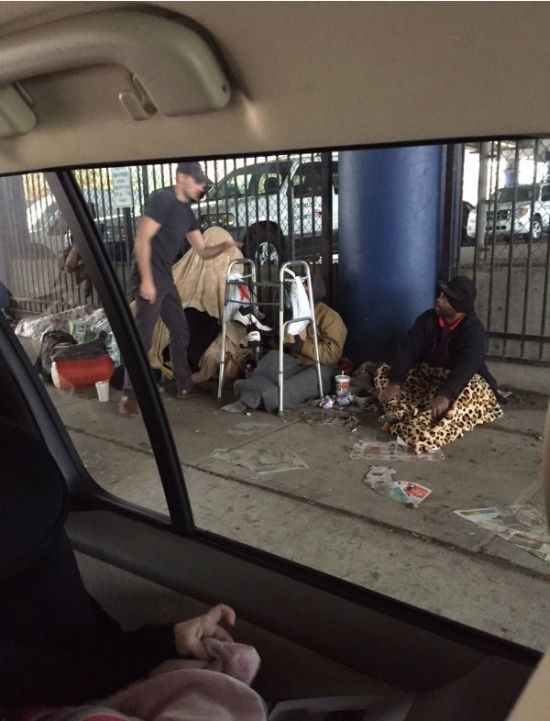 A Man And His Son Are Helping Out The Homeless (6 pics)