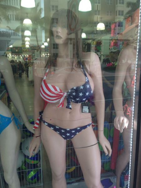 There's Something Off About These Mannequins (29 pics)