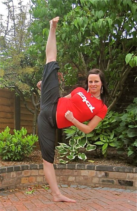 You Won't Believe How Flexible Chloe Bruce Is (35 pics)