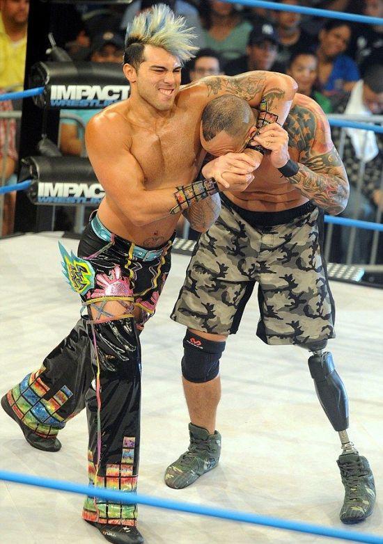 Christopher Melendez Is A Wrestler With A Prosthetic Leg (6 pics)