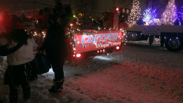 Homemade Santa Claus Parade Float (26 pics)