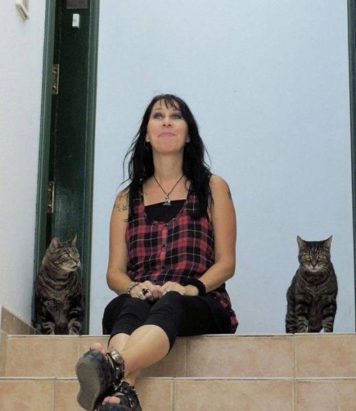 This Crazy Woman Married Her Two Cats (19 pics)