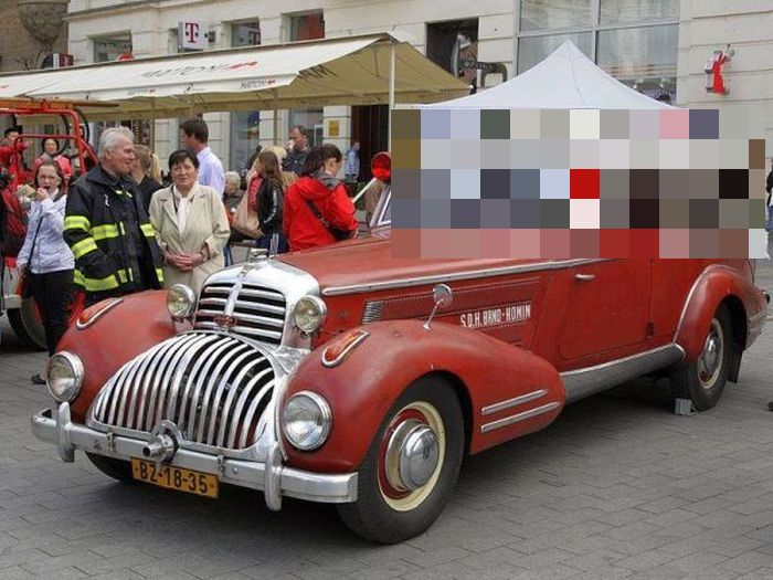 This Vintage Fire Truck Is A Sight To See (3 pics)