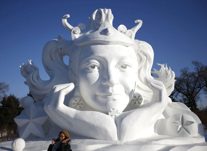 The Amazing Sculptures Of The 2015 Harbin Ice And Snow Festival (27 pics)
