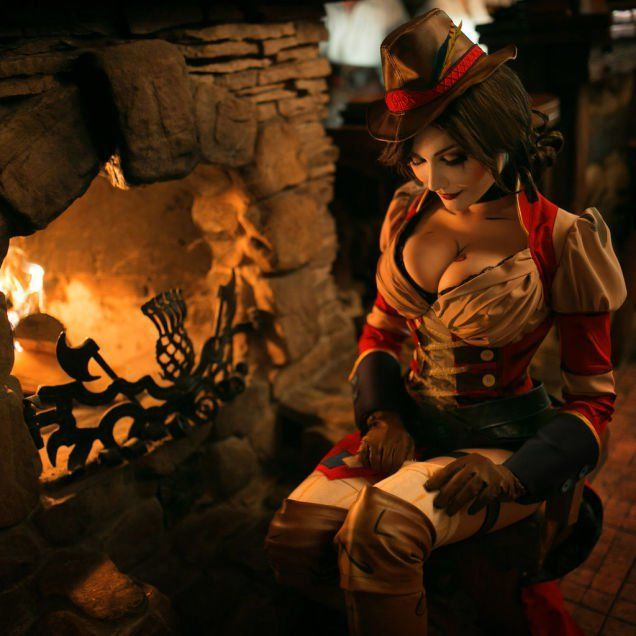 This Mad Moxxi Cosplay Is Beyond Hot (5 pics)