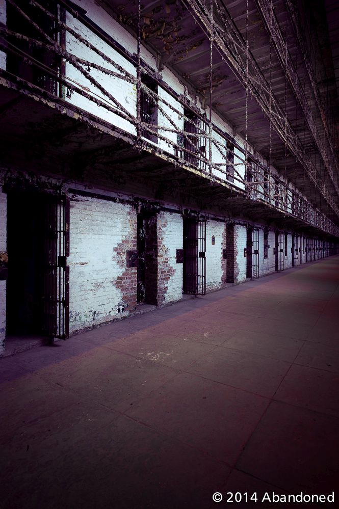 A Look Inside The Ohio State Reformatory (57 pics)
