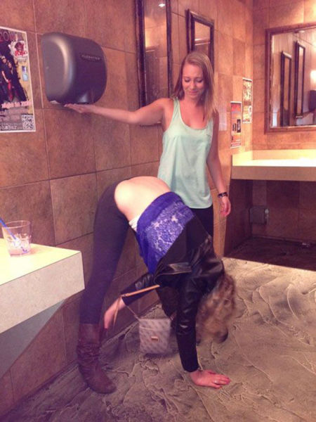 Silly Things Girls Do (57 pics)