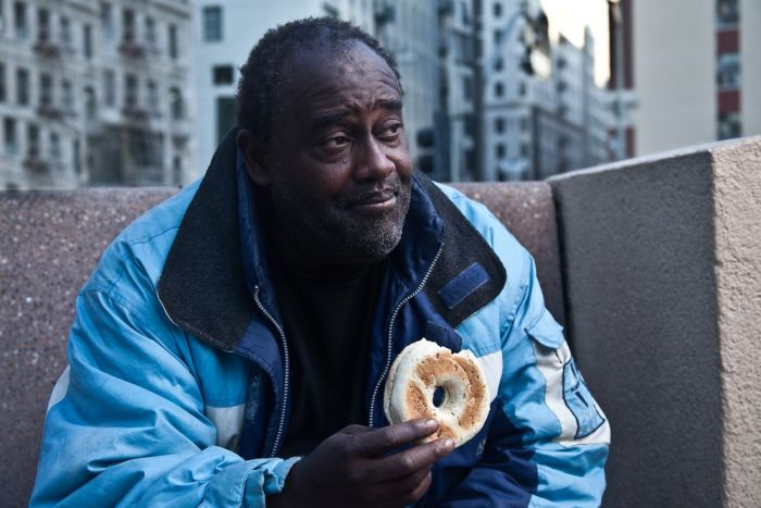 Photographer Is Helping The Homeless With The Bagel Project (21 pics)