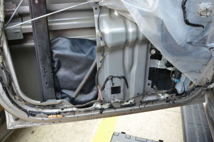 There Was A Very Special Surprise Inside This Car Door (16 pics)