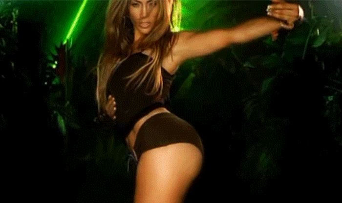 Hot GIFS Of Jennifer Lopez's Booty (21 gifs)