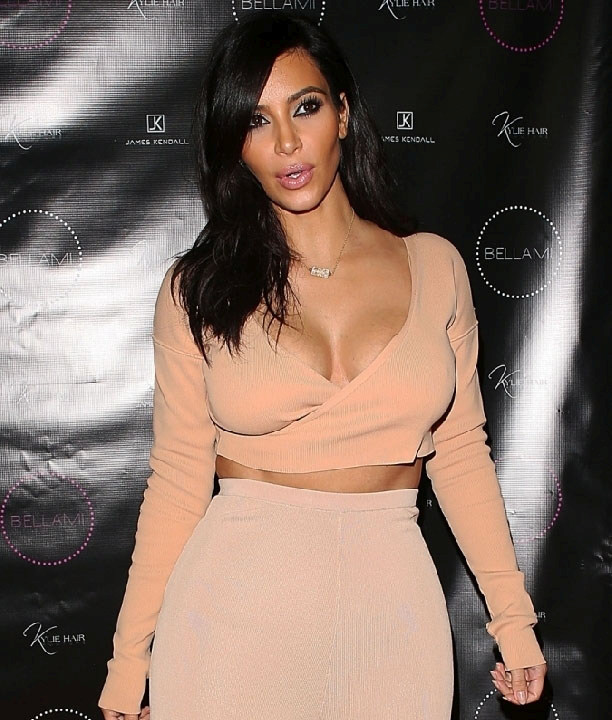All The Best Shots Of Kim Kardashian's Bust In One Place (22 pics)