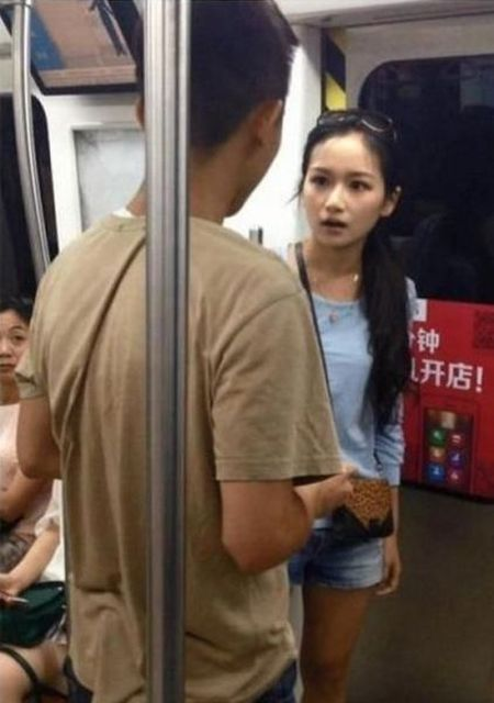 Girl Shows Her Boyfriend Who's In Charge (6 pics)