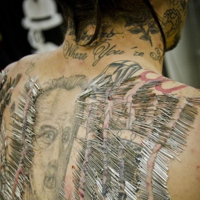 Man Breaks Disturbing Record With Needles (6 pics)