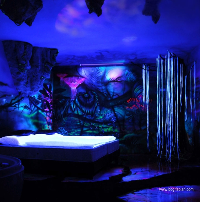 These Rooms Transform Into Something Incredible When The Lights Go Out (15 pics)