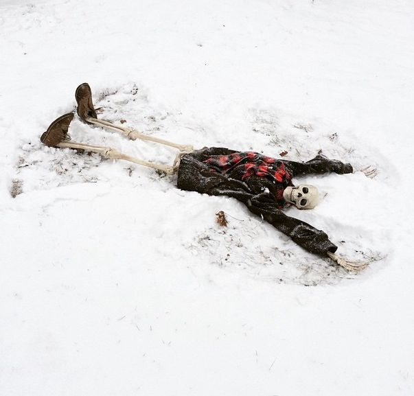 This Skeleton Represents Every Girl On Instagram (29 pics)