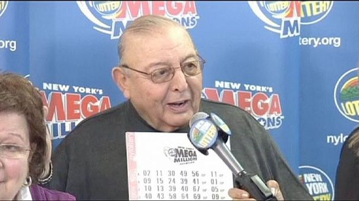 Retired Principal Wins A $326 Million Dollar Jackpot (3 pics)