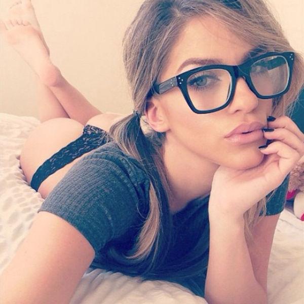 Pretty Girls in Glasses (45 pics)