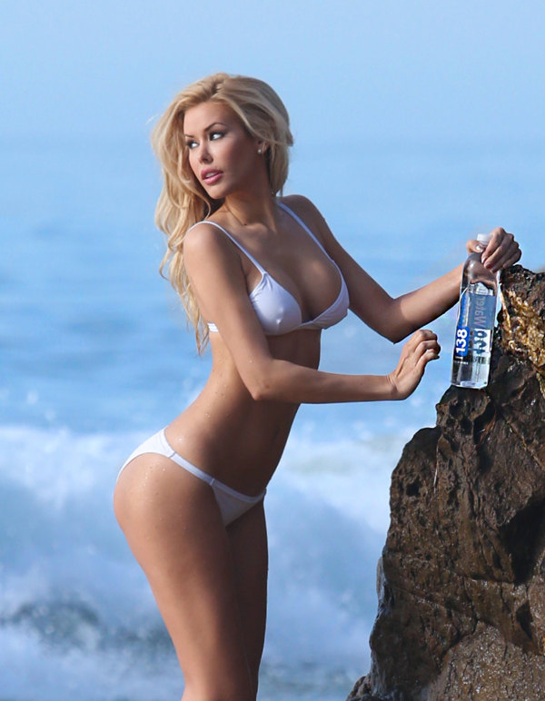 This Is Why Kennedy Summers Is The Playmate Of The Year (12 pics)