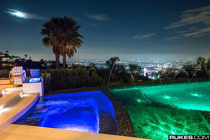Notch From Minecraft Throws A Ridiculous Housewarming Party (24 pics)