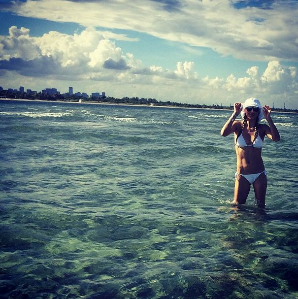 Anna Kournikova Has The Best Instagram Photos (33 pics)