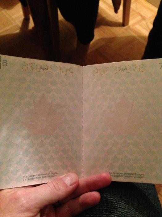 découvertes  - Page 4 Canadian_passport_01