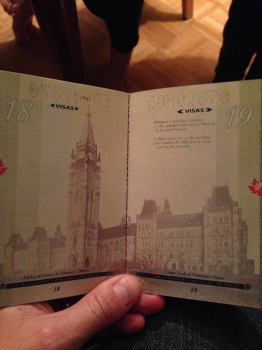 découvertes  - Page 4 Canadian_passport_03