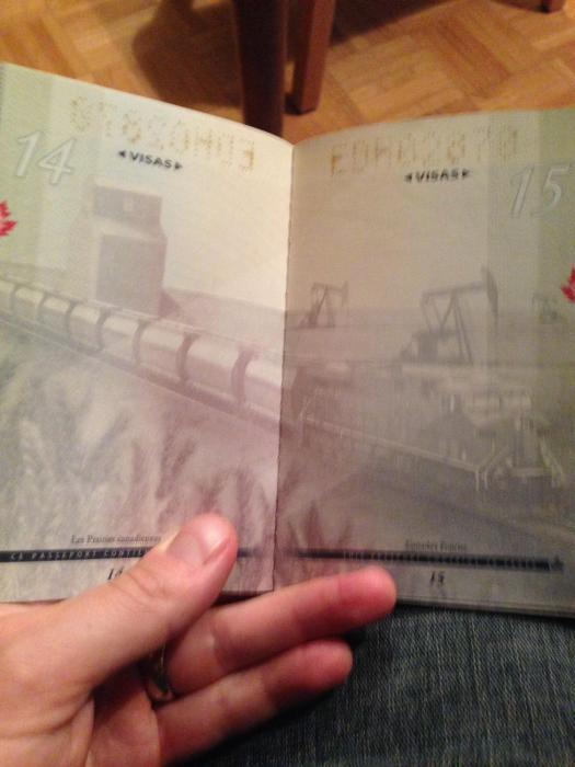 découvertes  - Page 4 Canadian_passport_05