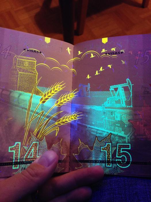 découvertes  - Page 4 Canadian_passport_06