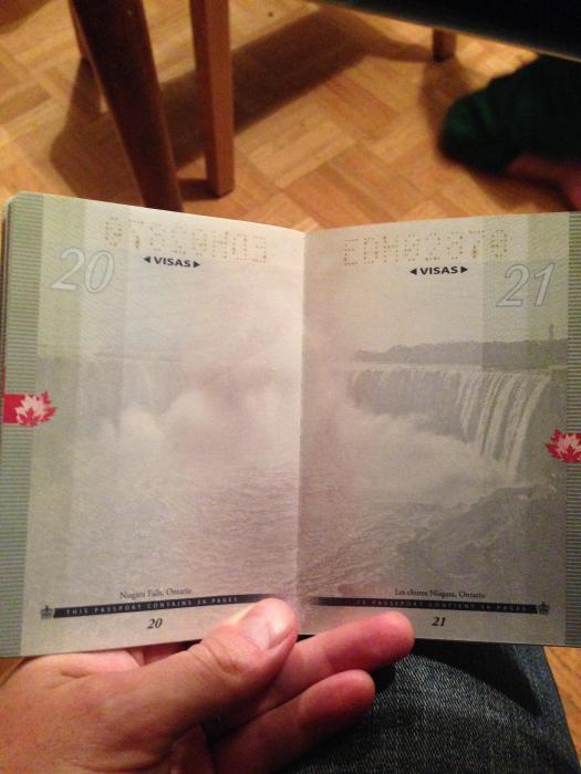 découvertes  - Page 4 Canadian_passport_11