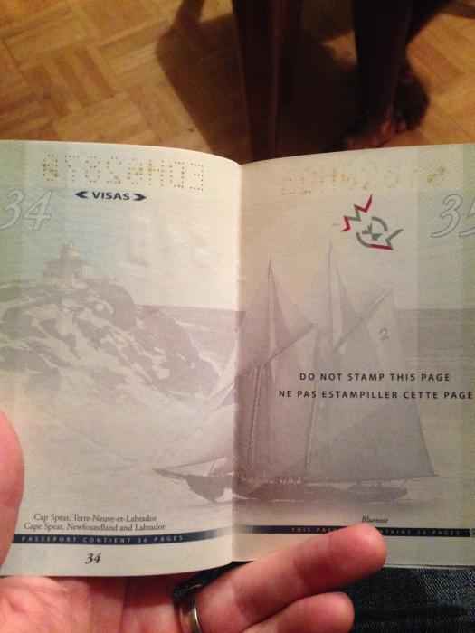 découvertes  - Page 4 Canadian_passport_15