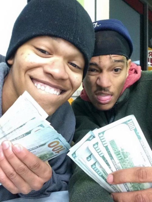 These Thieves Stole An iPad Then Took A Bunch Of Selfies (4 pics)