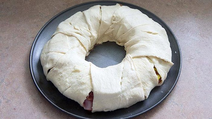 How To Make A Spicy Italian Crescent Ring (6 pics)