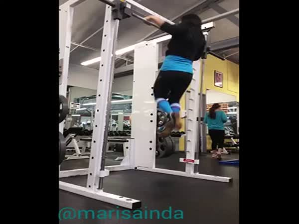 Girl Shows Amazing Pull Up Skills