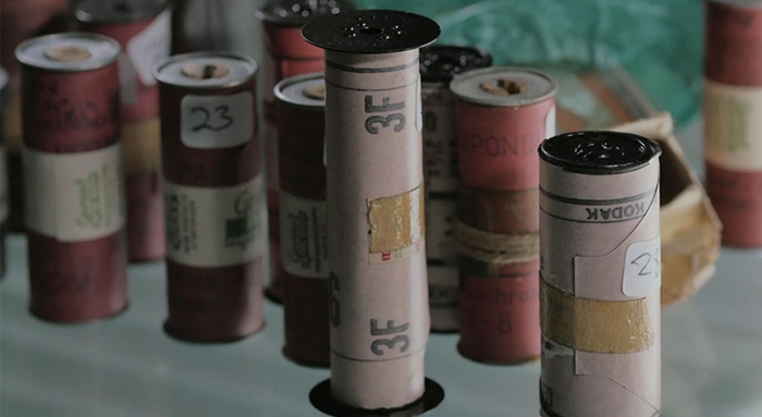 Collector Finds 31 Rolls Of Undeveloped Film By An Unknown WW II Soldier  (21 pics)
