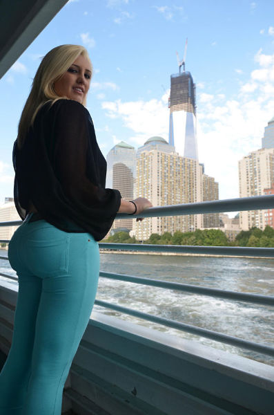 These Jeans Make That Ass Look Amazing (32 pics)