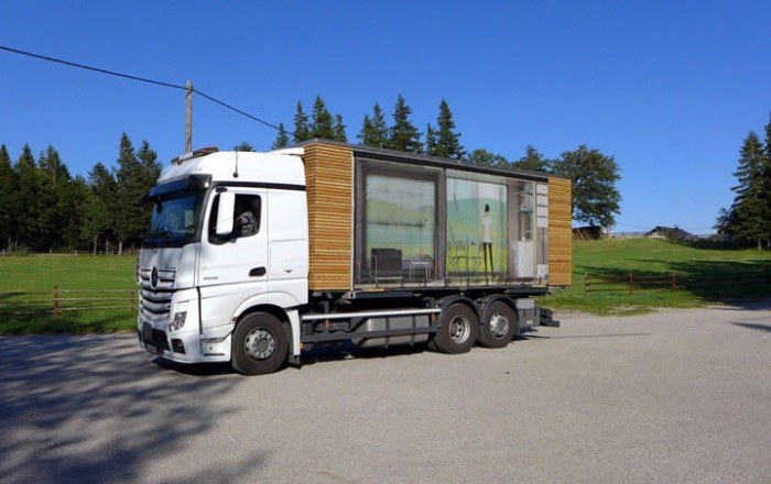 Beautiful Compact Mobile Home (9 pics)