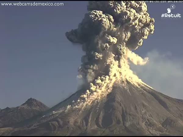 Violent Volcan de Colima Explosion In Mexico