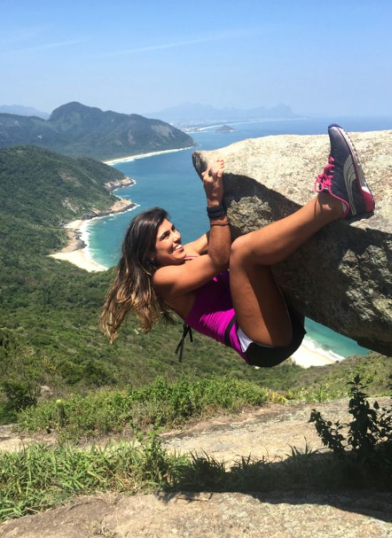 Insane Pictures On A Cliff (4 pics)