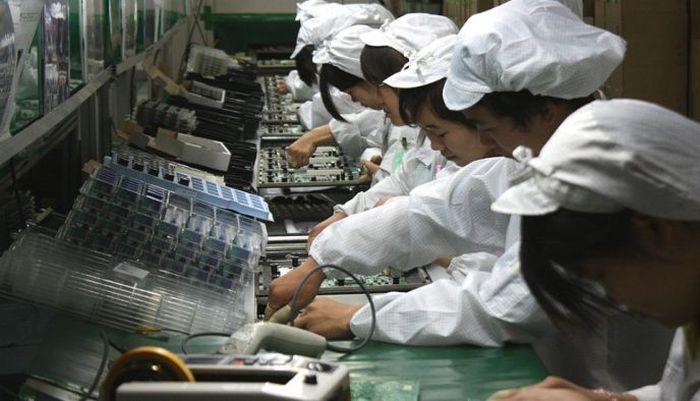 The Foxconn Factory Takes A Nap (4 pics)