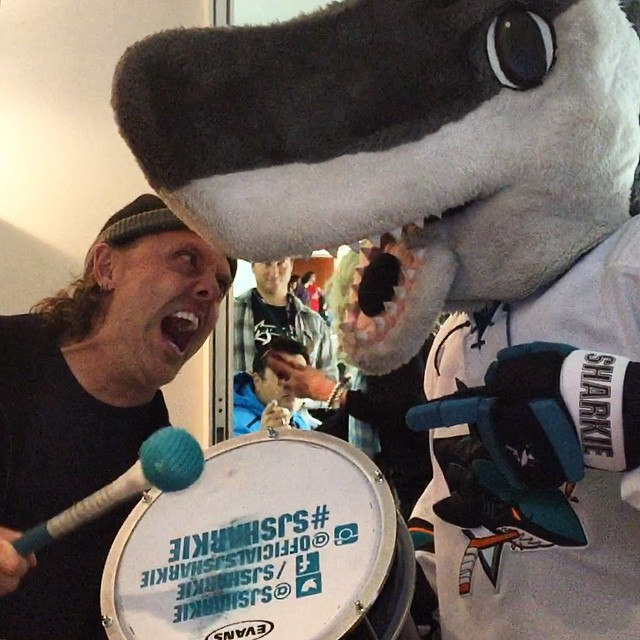 Metallica Hangs Out With The San Jose Sharks (13 pics)