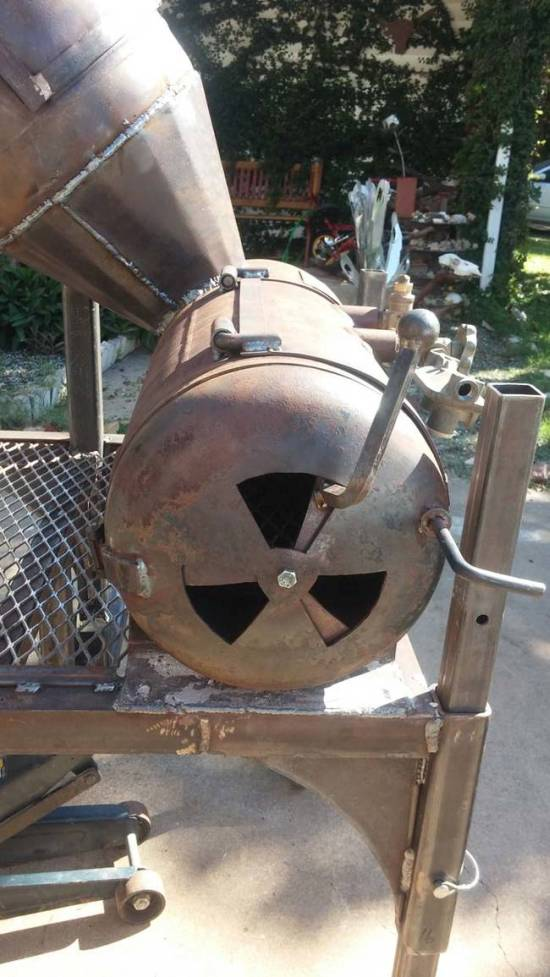 Scrap Metal Turned Into A Cool Barbecue Smoker (13 pics)