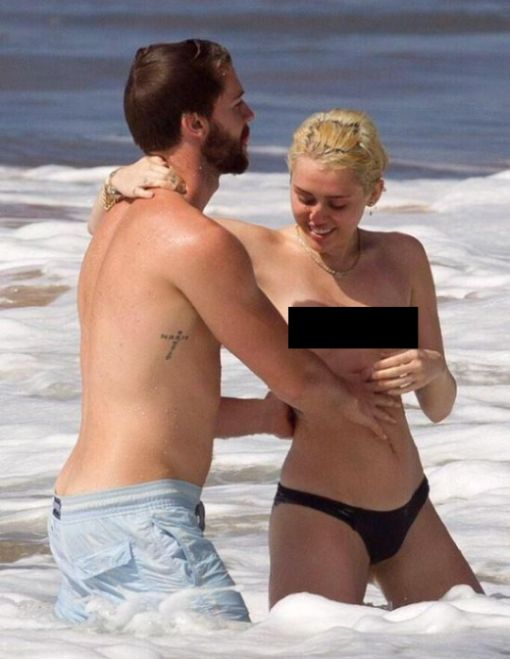 Miley Cyrus Goes Swimming Topless With Patrick Schwarzenegger (6 pics)