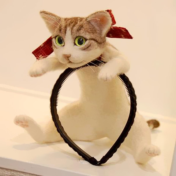 This Headband Lets You Wear An Entire Kitten On Your Head (5 pics)