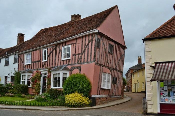Welcome To Lavenham (14 pics)