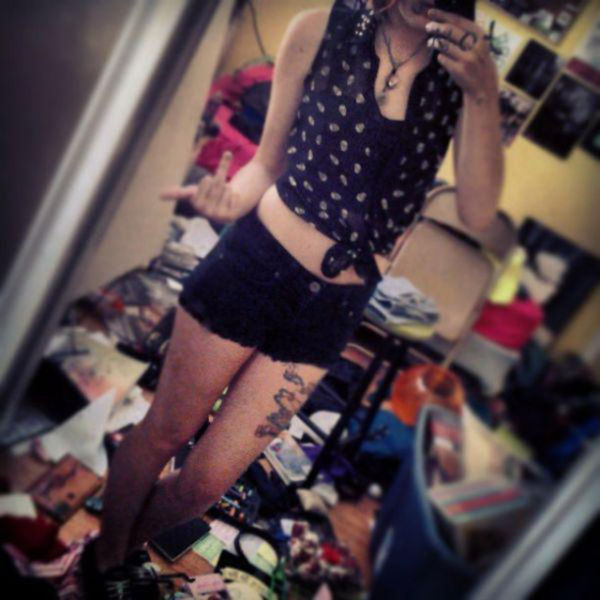 Sexy Girls Standing In Messy Rooms (43 pics)