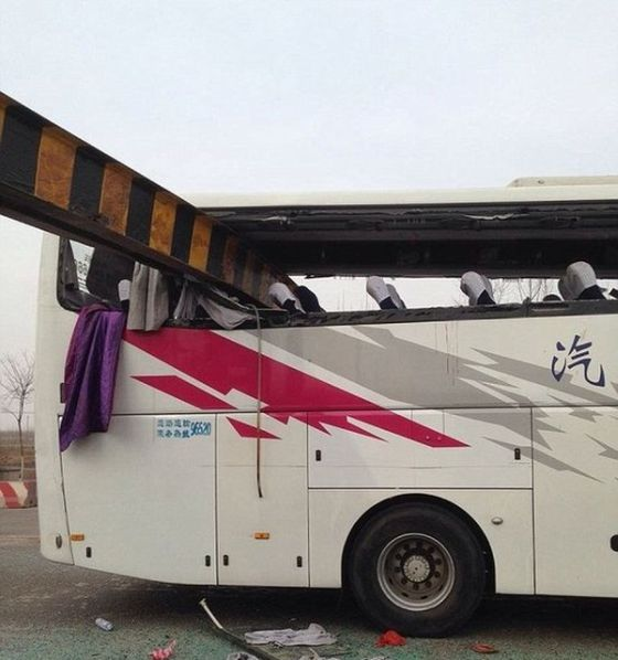 Bus Crash Costs This Vehicle Its Roof (5 pics)