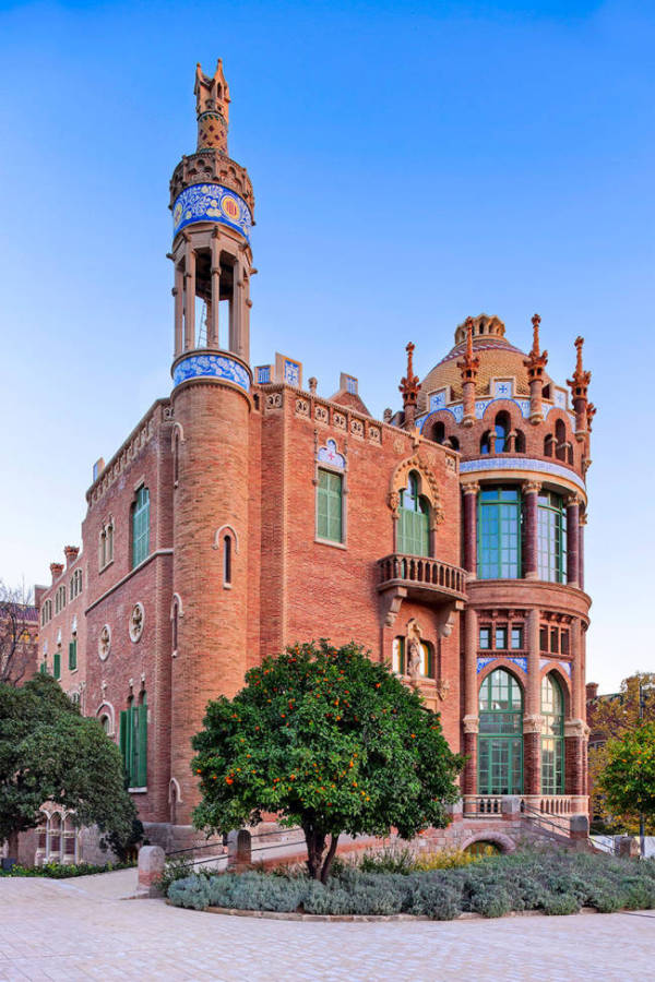 Barcelona Is Home To The Most Beautiful Hospital (10 pics)