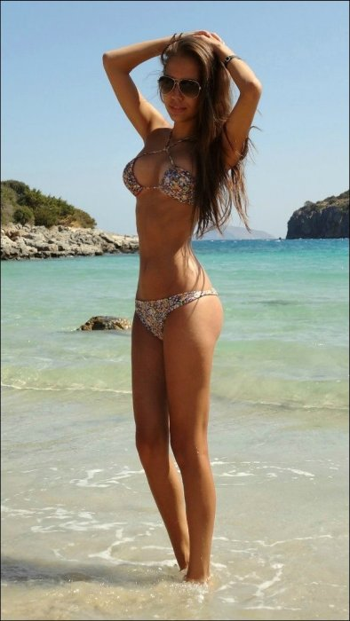 It's Cold Outside But These Girls In Bikinis Will Keep You Warm (33 pics)