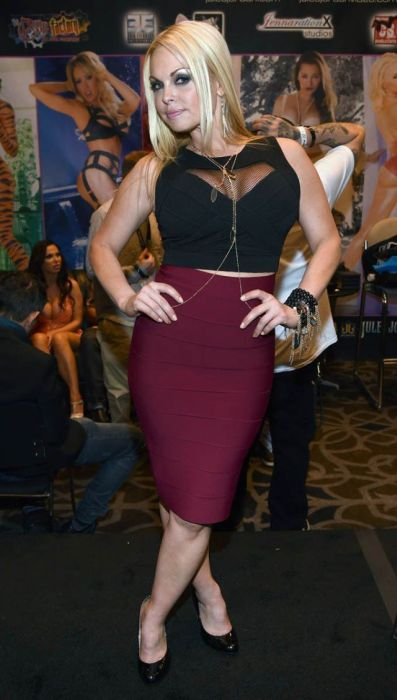 Welcome To The Adult Entertainment Expo 2014 (65 pics)