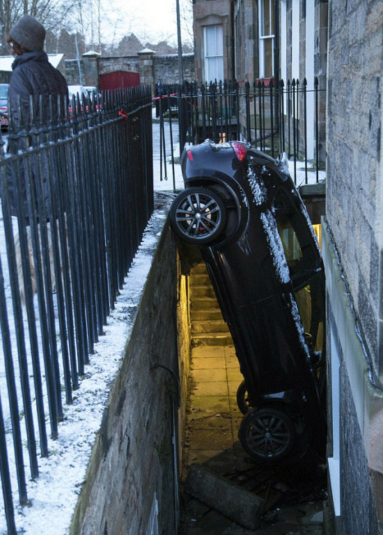 A Whole New Meaning To Off Street Parking (5 pics)